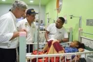 El ministro de Salud, Juan Pablo Restrepo, y el gobernador Dumek Turbay en el recorrido por las ESE.