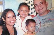En esta foto del álbum familiar aparecen Héctor David, (en el círculo), su hermana Alexa y sus padres, Yolima Granados y Alexander Gualdrón, fallecido.