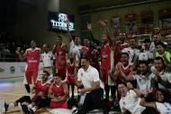 Los Titanes de Barranquilla celebran su clasificación a la final luego de vencer anoche a Fastbreak de Cali.