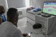 Los beisbolistas extranjeros de los Caimanes de Barranquilla se divierten horas jugando a la pelota caliente en consolas de videojuego como el Play Station 4.