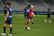 Rafael Pérez haciendo el reconocimiento del estadio.