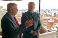 César Gaviria, líder liberal, sostiene una conversación con Iván Duque, presidente de Colombia.