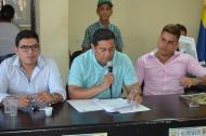 Efraín Bello (centro) alcalde de Malambo durante la sesión del Concejo Municipal.