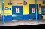 """Con un aviso de """"volvemos después del partido"""" permaneció esta tienda el pasado 8 de diciembre, durante el encuentro en el Estadio Metropolitano."""
