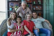Comesaña junto a su esposa Amanda Alicia Albanese, sus hijos, Alejandro y Vanina, y su nieta, Natalie.