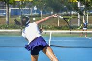 Acción de uno de los partidos del Mundial de Tenis que se disputó ayer en el Parque de Raquetas.