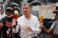 Juan Manuel Santos durante la marcha realizada este domingo en contra del ataque terrorista en Bogotá.