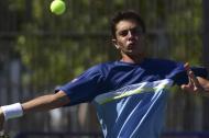 El tenista brasilero Matheus Pucinelli De Almeida jugando ante el surcoreano Minjong Park en el estadio del Parque de Raquetas.