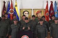 El ministro de Defensa de Venezuela, Vladimir Padrino López  en su intervención de este miércoles. Lo acompaña la cúpula militar leal a Maduro.