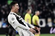 Ronaldo con el gesto que le causó apertura de investigación disciplinaria.