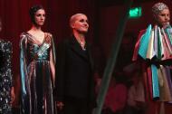 La estilista italiana Maria Grazia Chiuri agradeció a los asistentes al desfile.