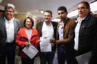 Integrantes de la Bancada Alternativa, aparecen de izquierda a derecha: Wilson Arias, Aída Avella, Carlos Carreño, David Racero y Gustavo Bolívar.