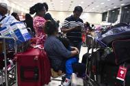 Pasajeros en aeropuerto internacional Bandaranaike.