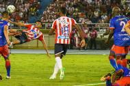 Luis Díaz remata de volea frente al Deportivo Pasto.
