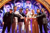 El presidente de Marvel Studios, Kevin Feige; los actores Chris Hemsworth, Chris Evans, Robert Downey Jr., Scarlett Johansson, Mark Ruffalo y Jeremy Renner en el Teatro Chino de Hollywood.