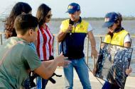 Vigías de patrimonio en el Malecón orientando a turistas.