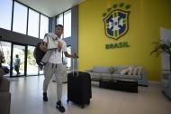 Imagen publicada por la Confederación Brasileña de Fútbol (CBF) que muestra al futbolista brasileño David Neres llegando al centro de entrenamiento Granja Comary, en Teresopolis, Río de Janeiro, Brasil.