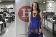 La cantautora Mónica Giraldo en su visita a la sala de redacción de EL HERALDO.