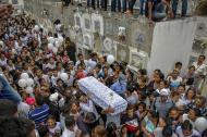 Imagen del multitudinario adiós que le dieron familiares y amigos a la pequeña María José Ortega, en el cementerio Calancala.