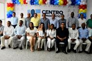 En el centro el senador Carlos Meisel, acompañado de los miembros del directorio y los candidatos.