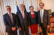 El ministro Juan Pablo Uribe participó en la entrega de vacunas donadas por la Embajada de Bélgica.