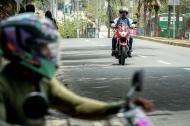 Motociclistas en el corredor universitario entre Barranquilla y Puerto Colombia.