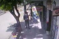En un video de seguridad quedó grabado el criminal.