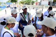 Un grupo de funcionarios del Sisbén antes de iniciar la jornada en el barrio Santo Domingo.