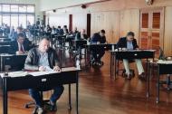 Los aspirantes durante la prueba de conocimiento del concurso de mérito.