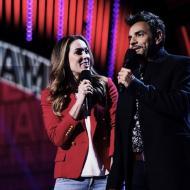 Los actores Jacqueline Bracamontes  y Eugenio Derbez presentando los Latin American Music Awards.