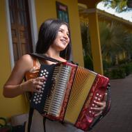 Es estudiante de Licenciatura en Educación Básica Primaria y desea combinar la enseñanza con la música.