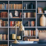 Ideas para que tus libros pasen de las cajas a una biblioteca genial