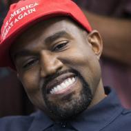 El rapero Kanye West se reinventa y cambia su nombre, ahora sólo se llama Ye