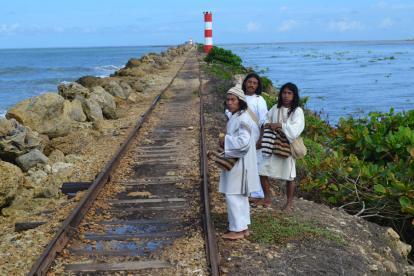 Mamos koguis durante el pagamento que realizaron ayer en Bocas de Ceniza.