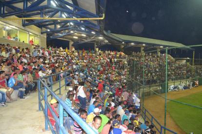 Los aficionados en el estadio 3 de Mayo.