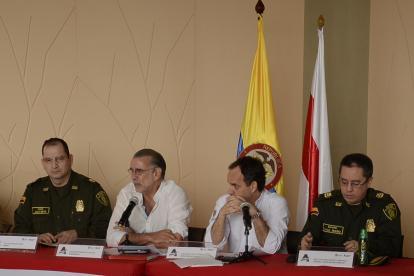 Coronel Juan Nieto, gobernador Eduardo Verano, secretario Guillermo Polo y coronel Raúl Riaño.