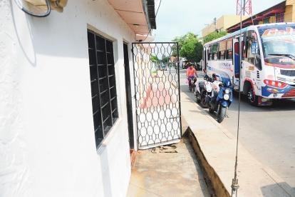 En la puerta de esta vivienda , en Galapa, se registró el asesinato de Boris Racedo.