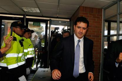 Francisco Uribe entrando al interrogatorio.