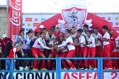 Futbolistas de la Selección Atlántico celebrando.