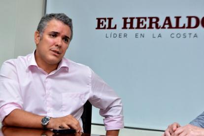 El senador Iván Duque, quien se perfila como precandidato presidencial del CD, en su visita a EL HERALDO.