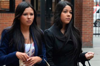 Laura Moreno y Jessy Quintero a la entrada de una de las audiencias en Bogotá.