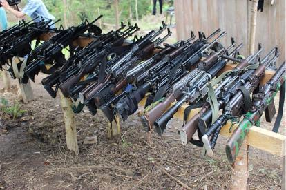 Fusiles en un campamento de la guerrilla.