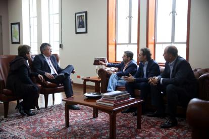 De izq. a der.: Ana Lucía Villa, directora de la DAF; el ministro Cárdenas, y los alcaldes Alejandro Char, Federico Gutiérrez (Medellín) y Marcos Pineda (Montería).