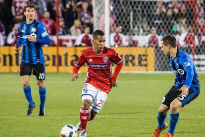 El hábil Michael Barrios encarando a un jugador.