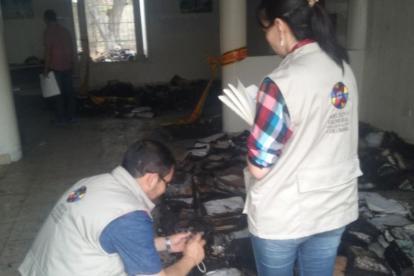 Funcionarios del Archivo General de la Nación durante la inspección en Ciénaga.
