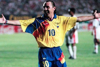 Álex Aguinaga celebra uno de los 23 goles que anotó en los 109 partidos que jugó con la selección de Ecuador.
