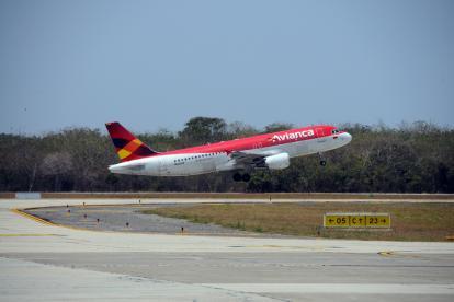 Momentos del despegue de un vuelo de la empresa Avianca.