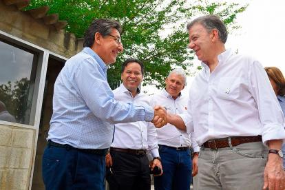 Néstor H. Martínez Saluda al presidente Santos.