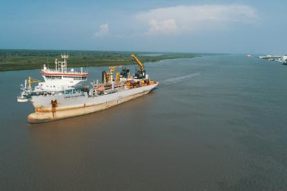 La draga Pedro Álvares Cabral en el canal de acceso al puerto de Barranquilla.