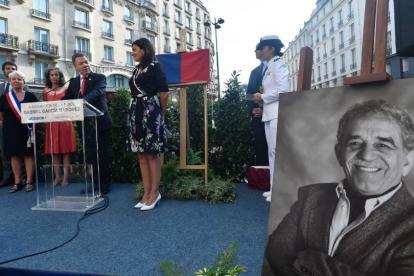 Acto de entrega de la plaza Gabriel García Márquez.